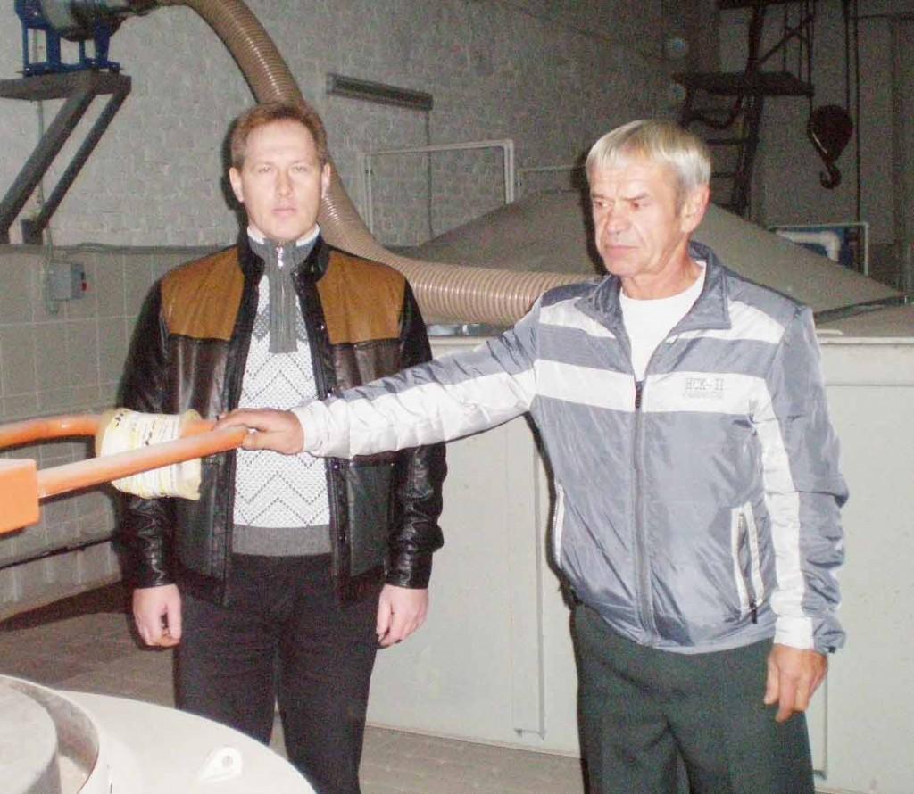 Термический цех: Р.А.ТАРАВКОВ (слева) и А.В.СТРЮК