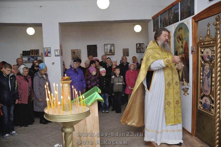 Первая служба в новой молельной комнате в станице Незамаевской