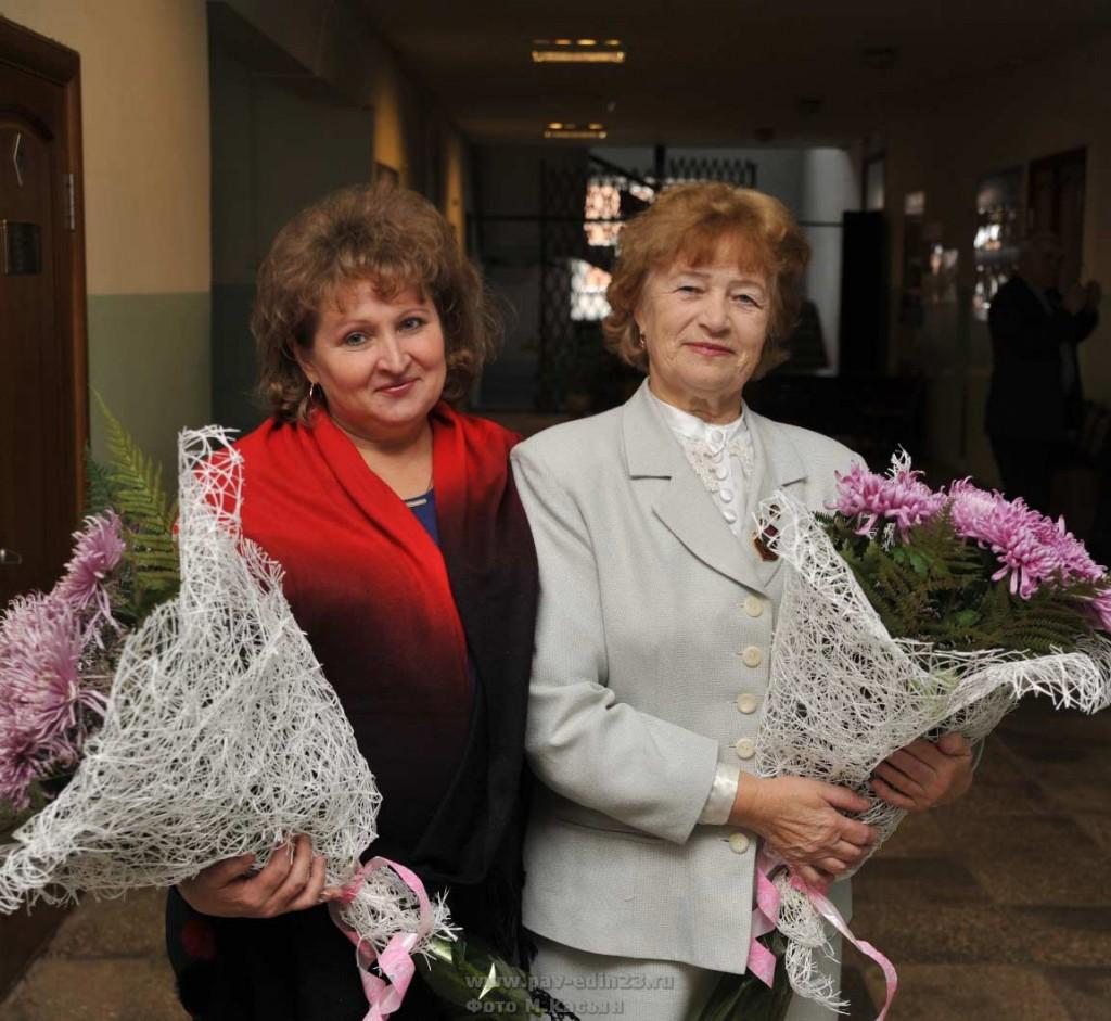 Руководители лучших ТОСов (слева направо): Н.В. Красникова и В.Т. Горбачева.