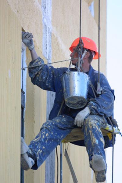 С 2014 года в России кардинально меняется система проведения капитального ремонта многоквартирных домов. Теперь главными «спонсорами» ремонтных кампаний будут сами жильцы.