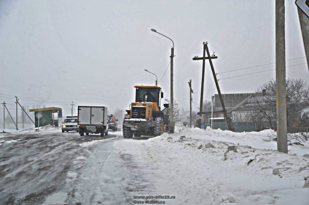 Снегопады и морозы, пришедшие на Кубань, принесли немало хлопот коллективам и руководителям всех служб, от которых зависело жизнеобеспечение района.