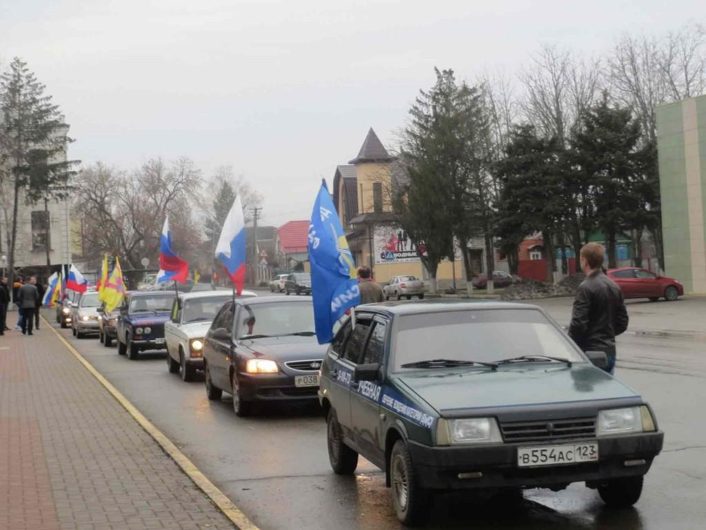 21 февраля у Вечного огня прошёл митинг, а после – автопробег, посвящённые закрытию месячника оборонно-массовой и военно-патриотической работы.