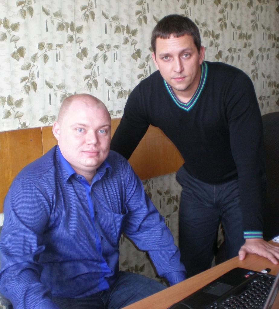 Помощники федеральных судей районного суда  Н.Е. Гайворонский (слева) и С.С. Маляр.                              Эти молодые люди неплохо знают своё дело– оба закончили юридические институты