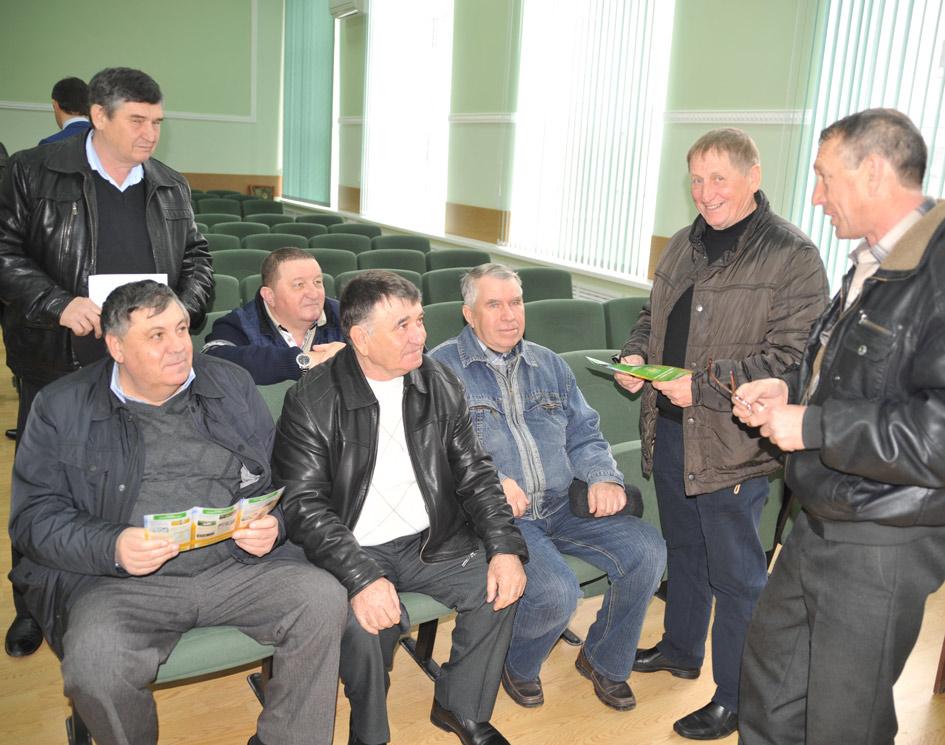Cтоят (слева направо): П.И. ВАНИН, В.М. ЛУКУТОВ, А.Г. РОВНЫЙ. Сидят (слева направо):  В.Г. ЛЯШЕНКО, С.В. БОГАТЫРЕВ, В.Н. ГУЛЯЙ, В.И. ЗАПОРОЖСКИЙ.