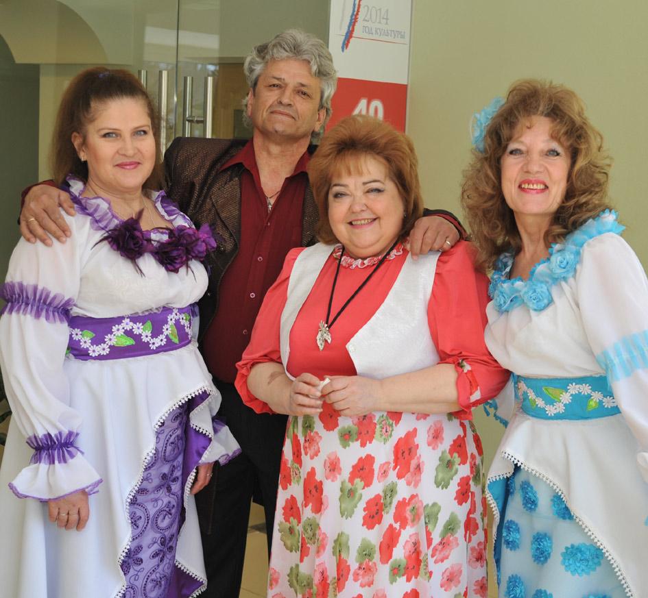 Слева направо: Лариса ЛЕВКИНА, Юрий ОВЧИННИКОВ, руководитель Жанна ЗАБоРА, Антонина КИСЛЯКОВА.