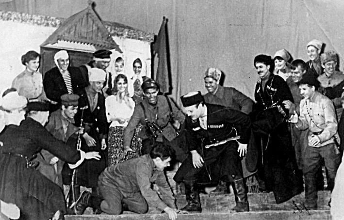 Сцена из спектакля «СТАЛЬНОЙ КОМАНДИР». 1967 год