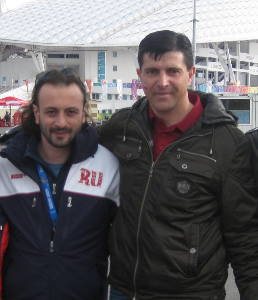 Василий Вирченко работает инженером в диализном центре. С юности увлечён спортом. В составе мобильной группы павловчан побывал на Олимпиаде.
