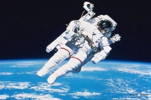 Человек в космосе!