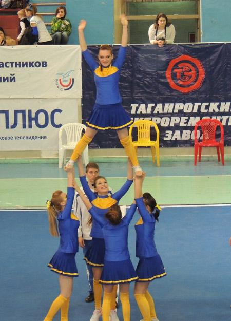 Выступает юниорская группа павловчанок. Фото предоставлено О. Власовой