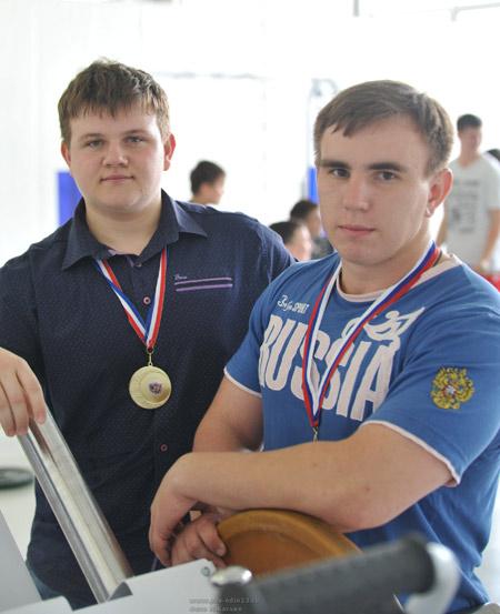 Слева направо: Максим Безвесельный, Александр Кашин.