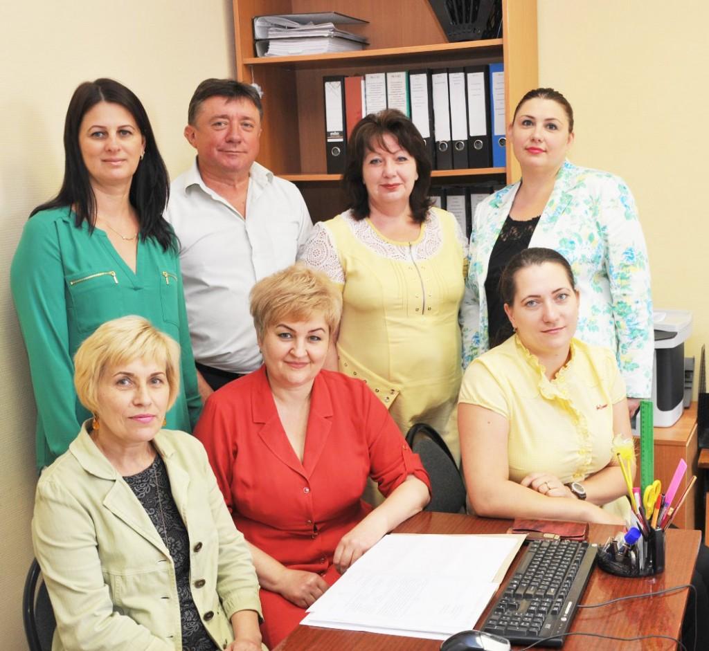 Слева направо (сидят): Т.А. БОРЗИЛОВА,  начальник отдела Т.А. ЛИТВИНОВА, А.М.  МИРОШНИЧЕНКО;  (стоят):  О.В. ЗИНЧЕНКО, В.И. ЛУКАШ, Н.П.  МАЛОФЕЕВА, И.Б. ЧУБ