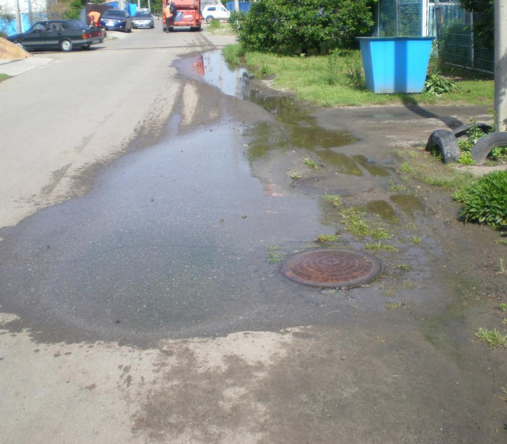 Источник подтопленияя на улице Крупской в 30 метрах от пересечения с Пролетарской
