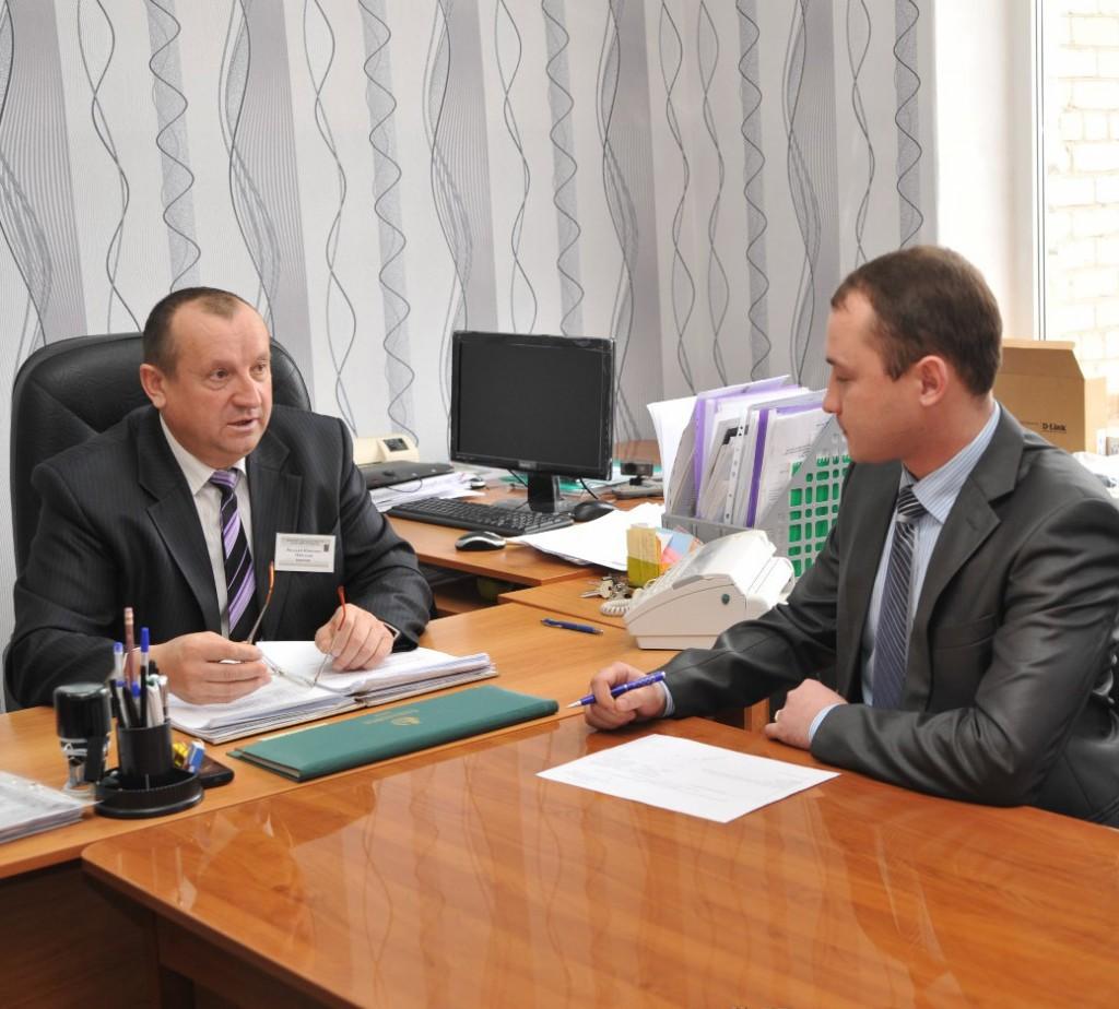 Директор ПУ-56 В.И. Подсекин обсуждает с заместителем по учебной-производственной работе А.В. Зубко текущие вопросы.