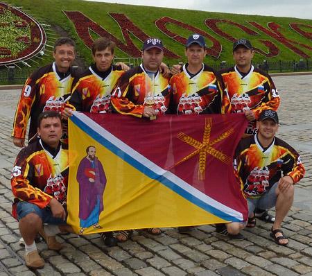 На поклонной горе гордо реет флаг Павловского района