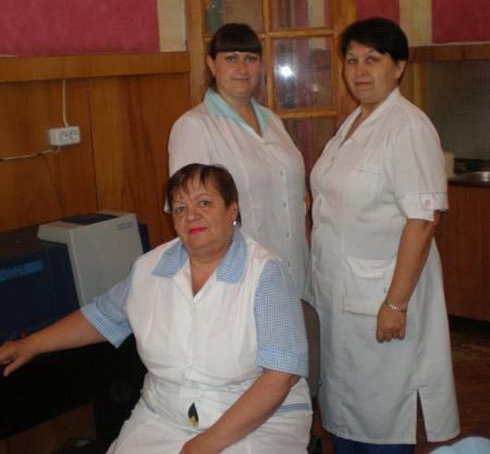 Слева направо: сотрудники лаборатории комбикормового завода: за-ведущая Т.П. КОКИНА и её коллеги А.В. САВОЦКАЯ и О.Н. НИКИТЕНКОПО