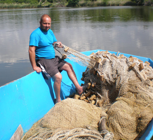 Г.В.ФЕДЯЕВ с главным рыбацким атрибутом– неводом