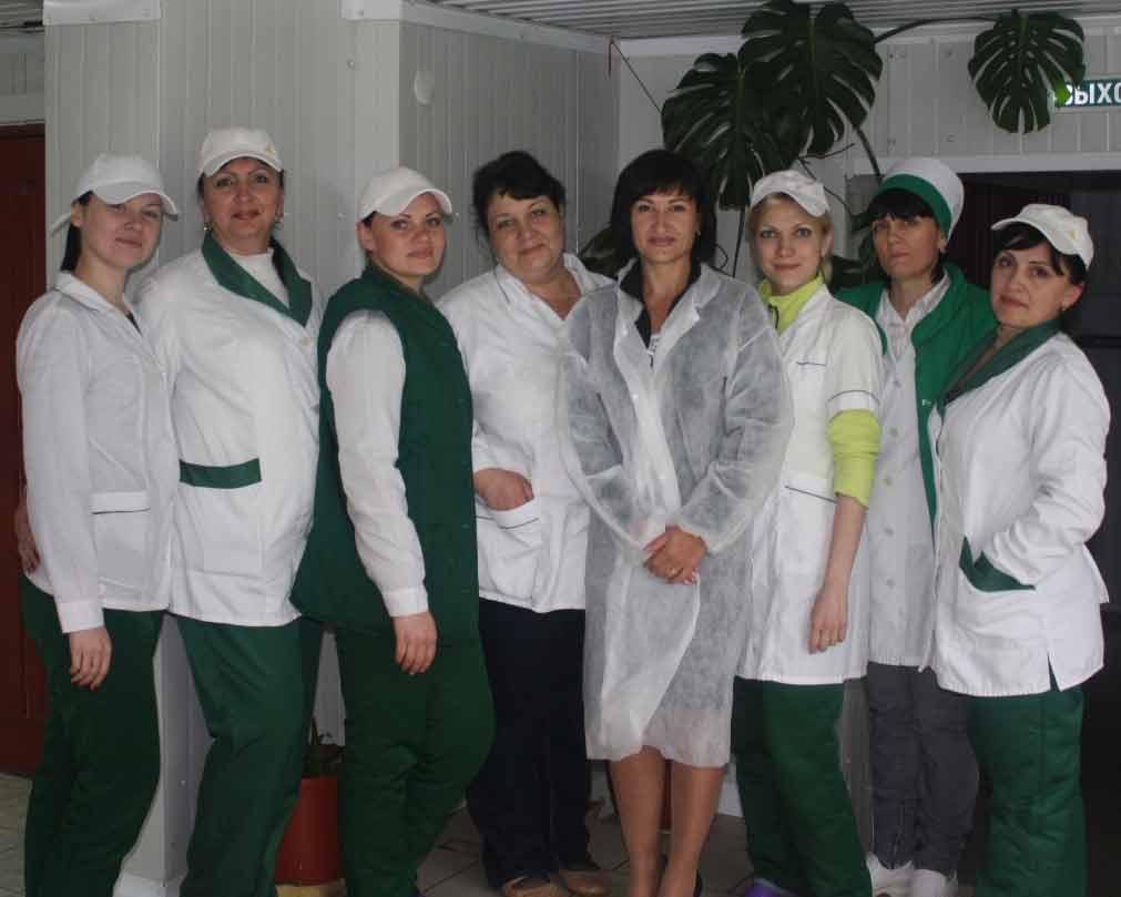 Члены профкома Павловского мясокомбината вместе с лидером Л. Швецовой (4‑я справа)