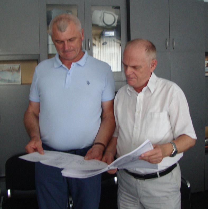 Главный инженер райгаза Н.В. МИРОНЕНКО и ис- полнительный директор А.Л.  СУХОМЛИНОВ (слева  направо