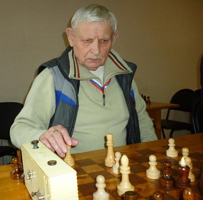 Среди ветеранов стал серебряным призером Евгений Макаров. Неделю назад ему исполнилось 77 лет. Фото автора.