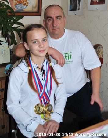 Победительница первенства Краснодарского края Алина Никодимова и тренер Олег Михайличенко.